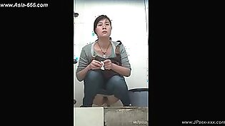 chinese girls go to toilet.141