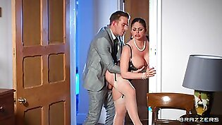 Married woman gets laid with a horny dude from the office