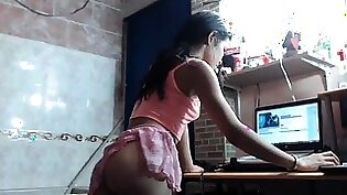 Slender brunette camgirl with a perfect ass pleases her cunt